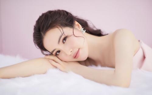 Á hậu Thụy Vân đón tuổi mới bằng bộ ảnh trong veo khoe vẻ đẹp 'gây thương nhớ'