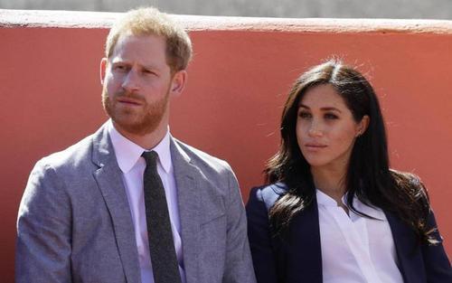 Êm ấm chưa bao lâu, Harry lại bị tố để vợ viết hộ diễn văn trong lễ khánh thành tượng Công nương Diana?