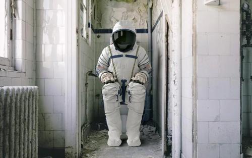 Đố bạn biết các phi hành gia 'đi nặng' ngoài vũ trụ như thế nào?
