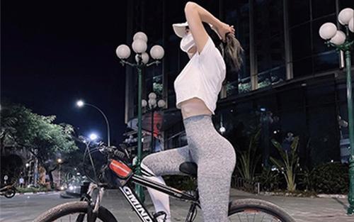 Chia sẻ lợi ích việc chạy xe đạp, Lê Bống lại nhận 'gạch đá' vì phô vòng 3 phản cảm