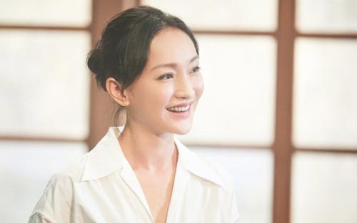 Châu Tấn khoe vóc dáng thon gọn, trẻ trung trên phim trường dù đã ở tuổi 46
