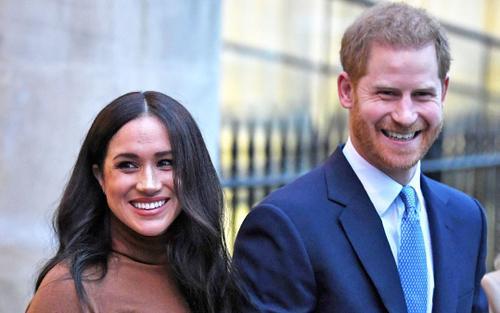 Hy sinh mọi thứ cho vợ, Harry vẫn bị 'giằng xé' giữa Meghan và hoàng gia