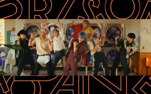 BTS quẩy banh nóc trong 'Permission to Dance': Mấy anh cao bồi trong MV á, ảnh ngon!