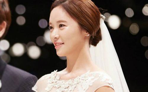 Hwang Jung Eum rút đơn ly hôn, lộ ảnh đi du lịch cùng chồng và con trai