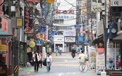 Hàn Quốc ghi nhận 1.100 ca mắc Covid-19 một ngày, áp đặt lệnh phong tỏa nghiêm ngặt nhất ở vùng thủ đô