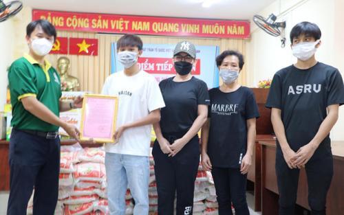 Hậu ồn ào, Phi Nhung bất ngờ lộ ảnh đi làm từ thiện cùng Hồ Văn Cường