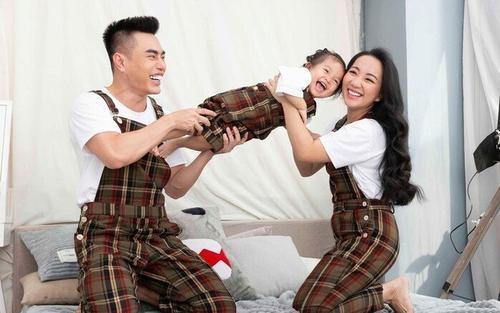 Lê Dương Bảo Lâm 'bật nhau tanh tách' với vợ trên trên sóng livestream