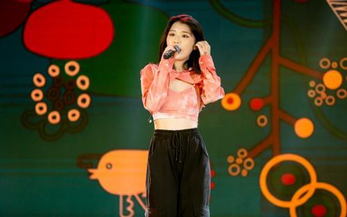 Vừa tuyên bố 'giảm cân', Han Sara diện croptop khoe thành tích 'vòng eo 56' trong hậu trường The Heroes