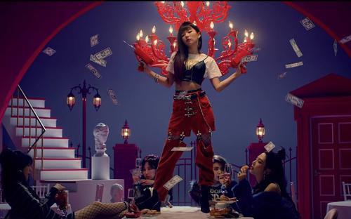 Điểm danh những phân cảnh vừa 'đẹp đến khó tin' vừa 'ngốn tiền' trong những MV Kpop đình đám
