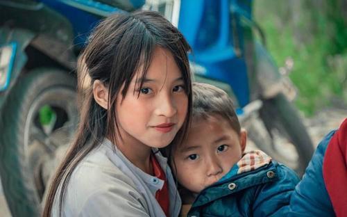 Bé gái Hà Giang 'gây sốt' cộng đồng mạng vì quá đỗi xinh đẹp