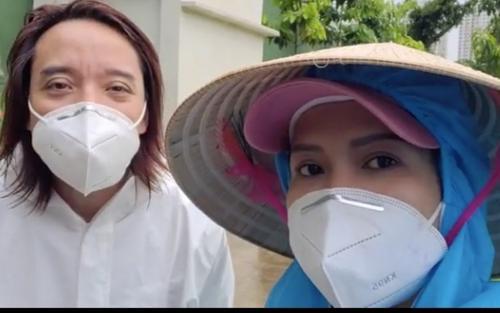 Chồng đội mưa làm từ thiện, Việt Hương xót xa: Ở Mỹ làm thầy giáo ngon lành, giờ khuân vác thấy thương