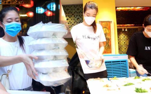 Hoa hậu Đỗ Mỹ Linh cùng Đỗ Thị Hà, Lương Thùy Linh hỗ trợ người vô gia cư mùa Covid-19