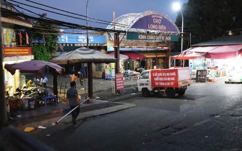 Chùm ảnh: Hà Nội phong tỏa chợ Long Biên sau khi phát hiện một ca F0