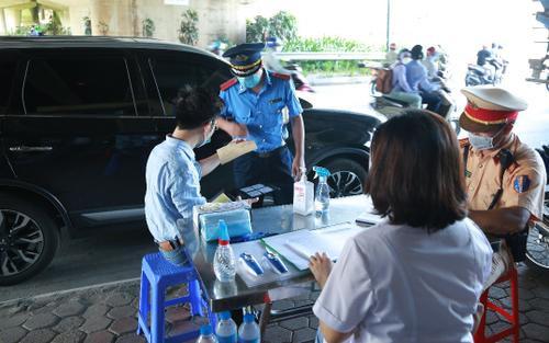 Hà Nội bỏ quy định Giấy đi đường 'phải có lịch trực, văn bản phân công nhiệm vụ của cơ quan...'