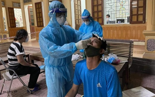 Tạm đình chỉ Chủ tịch UBND và Công an phường vì ca nhiễm COVID-19 trong cộng đồng ở Nghệ An