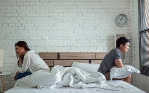 Vừa 'lâm trận' 1-2 phút đã ỉu xìu, anh chồng đau đớn phát hiện bí mật khủng khiếp vợ giấu kín suốt 6 năm