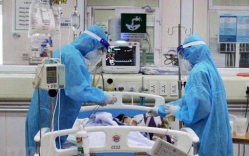 Cụ ông suýt vỡ bàng quang, đau đớn vẫn 'cố thủ' ở nhà không đến bệnh viện vì sợ nhiễm Covid-19