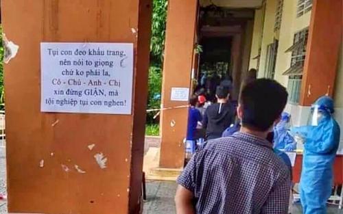 Dòng nhắn nhủ 'dễ thương xỉu' của các tình nguyện viên tại điểm tiêm vaccine: Ai mà giận cho nổi đây?
