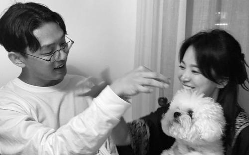 Hành động đặc biệt của Yoo Ah In dành cho Song Hye Kyo lọt top 1 Naver
