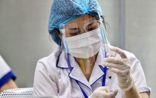 Người đến hạn tiêm vaccine mũi 2 ở TP HCM khi nào sẽ được tiêm?