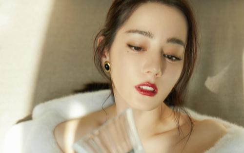 Chuyên gia trang điểm nhận xét nhan sắc Địch Lệ Nhiệt Ba: Thoạt nhìn có vẻ đẹp nhưng ngắm kỹ thì không