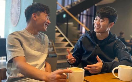 Xuân Trường động viên Minh Vương: 'Chẳng có gì quật ngã được chúng ta mãi mãi'