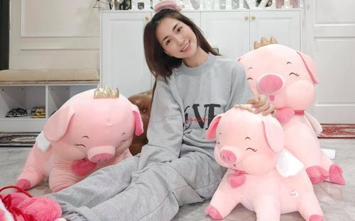 Nhận nuôi 100 trẻ em, Hòa Minzy không giấu sự vui mừng khi báo tin giữa mùa dịch