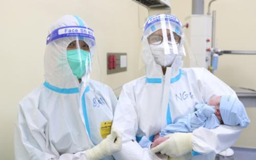TP HCM: Sản phụ F0 sinh đôi thành công giữa mùa dịch Covid-19