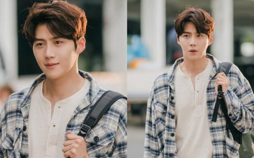 'Bé ngoan' Kim Seon Ho khoe nhan sắc cực phẩm ngay tập mở màn 'Hometown Cha Cha Cha'