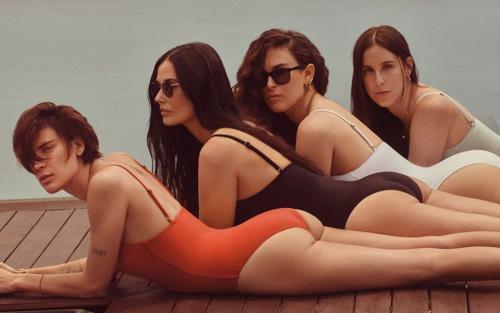 Người đẹp U60 Demi Moore mặc đồ bơi bó sát khoe body nóng bỏng