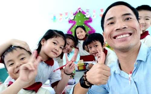 Anthony Trần Công - Thầy giáo trẻ từ bỏ công việc ở thành phố, về quê lập nghiệp, chăm sóc cha mẹ già