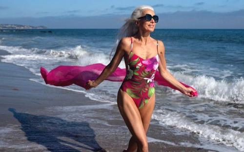 Cụ bà 65 tuổi vẫn 'đắt kèo' làm người mẫu cho các thương hiệu nổi tiếng