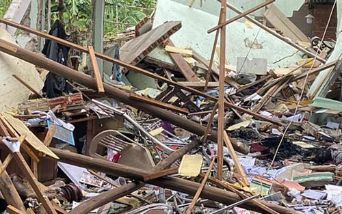 Phát hiện nhiều kíp điện và thuốc nổ tại hiện trường vụ thi thể 2 vợ chồng bị vùi trong đống đổ nát