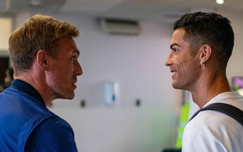 Ronaldo đã đặt chân tới Manchester, cách ly ở biệt thự 7 phòng ngủ