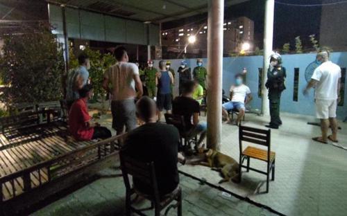 Đà Nẵng: Bắt quả tang nhóm người tụ tập hát karaoke, mở tiệc ma túy ăn mừng 'vùng xanh'