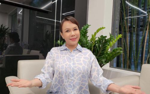 Việt Hương xin lỗi bà con vì lỡ phát gạo mốc: 'Cả nhà thương em, bây giờ em sẽ đền lại liền'