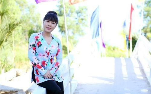 Xúc động clip bà con động viên Việt Hương vì lỡ phát gạo mốc: 'Tụi em mang ơn dữ lắm'
