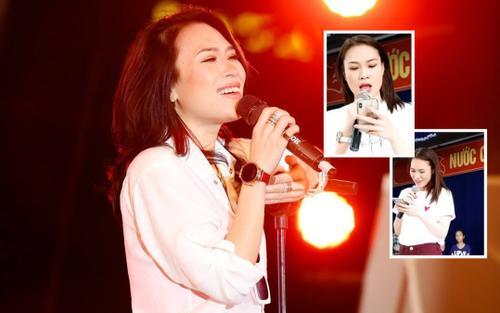 Clip: Mặc dù đang bệnh, Mỹ Tâm vẫn khiến fan 'ấm lòng' khi hát Lòng mẹ không cần nhạc!