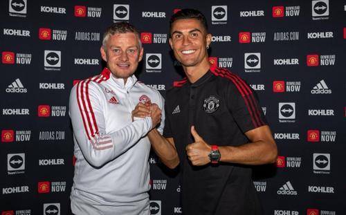 MU vs Newcastle: HLV Solskjaer báo tin vui về Ronaldo