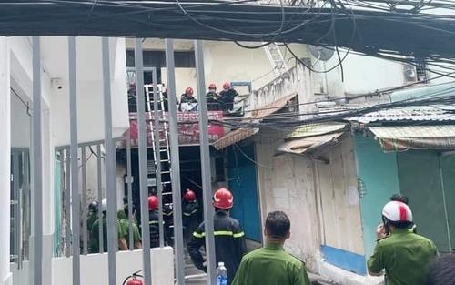 Giây phút nghẹt thở cứu 5 người khỏi 'tử thần' trong vụ cháy tại quận 10