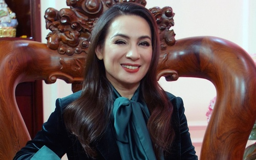 Xuân Lan tiết lộ tình trạng hiện tại của Phi Nhung, NS Việt Hương nhận giấy ủy quyền từ con gái nữ ca sĩ