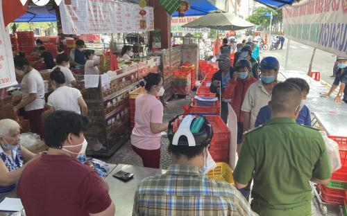 TP.HCM: Xử lý trách nhiệm cán bộ nếu xảy ra tình trạng người dân tụ tập đông đúc để mua bánh trung thu