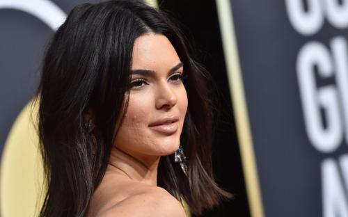 Cận cảnh làn da sao Hollywood khi make up dày cộm, người lộ da sần sùi riêng Kendall Jenner gây bất ngờ