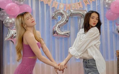 Thiều Bảo Trâm khiến fan phát sốt với visual xinh xỉu bên chị gái Thiều Bảo Trang, nhan sắc một 9 một 10
