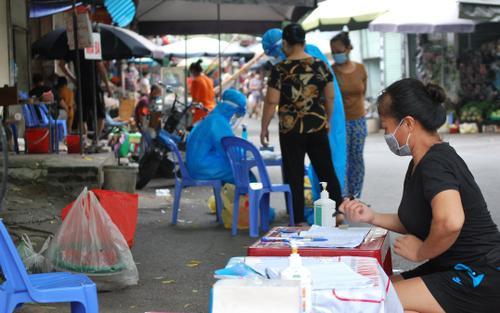 Hà Nội ghi nhận thêm 2 ca dương tính SARS-CoV-2 trong cộng đồng từng là thợ cắt tóc và nhân viên y tế