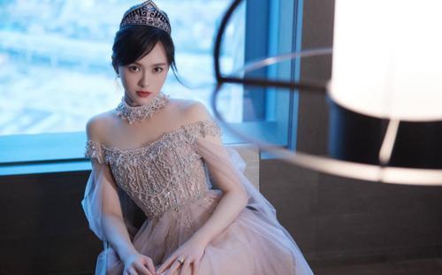 Thoát mác nhà quê, Đường Yên đẹp ngỡ ngàng với váy vóc công chúa