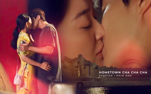 Kim Seon Ho và Shin Min Ah trao nhau nụ hôn ngọt lịm, giúp rating phim 'Hometown Cha-Cha-Cha' chạm nóc