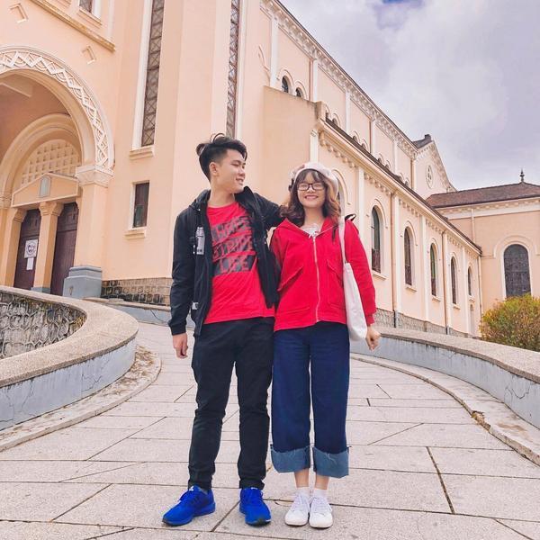 Nhà thờ Con Gà nổi tiếng chính là nơi đầu tiên để các couple chụp ảnh