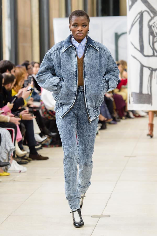 Sau cả thập kỷ, thời trang denim làm mưa làm gió một thời đang rầm rầm quay trở lại