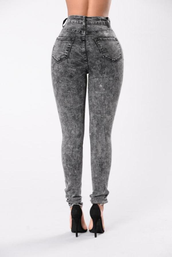 Kiểu quần jeans được các sao yêu thích nhưng fan vô cùng căm thù.